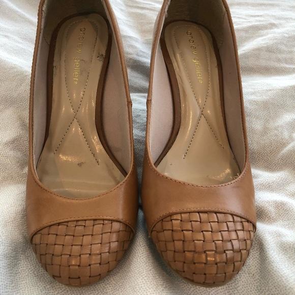 Andrew Geller Shoes - Tan leather pumps, woven toe detail, sz. 8